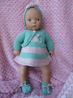 Nadia nous offre un tuto pour Bibichou ! - 1000 & 1 choses Pattern Meaning, Preemie Babies, Doll Patterns, I Dress, Doll Clothes, Couture, Crochet Hats, High Neck Dress, Dolls