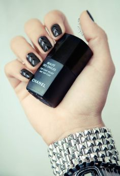 Matt Gloss Nails, Black Nails, Geometric Nails