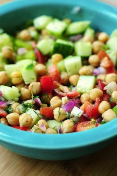 ~~ Cucumber and Chickpea Salad~~ 3 tablespoons olive oil 1 ounce) can Garbanzo Beans, drained cup tomato, chopped cup red onion,. Vegetarian Recipes, Cooking Recipes, Healthy Recipes, Cooking Tips, Advocare Recipes, Easy Cucumber Salad, Tomato Salad, Caprese Salad, Pasta Salad
