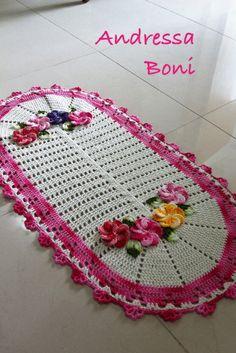 lindo tapete oval,com aplicação de flores Medida 84x44cm R$ 55,00