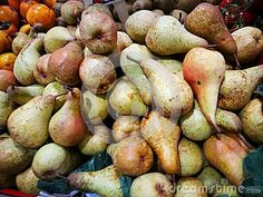 Pears on display Fresh ripe pears mounded on display in farmers market. Photo taken on: November 15th, 2016