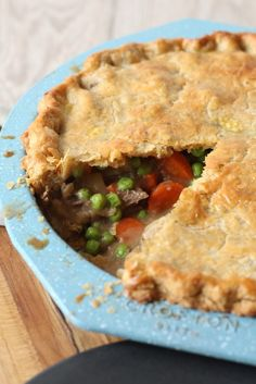 Put your leftover pot roast to good use in this Leftover Roast Beef Pot Pie. It re-purposes all the beef, potatoes, carrots and gravy into a delicious pie. Feel free to use a pre-made pie crust to make this a quick and easy dinner recipe. Roast Beef Pot Pie, Roast Beef Recipes, Hamburger Meat Recipes, Soup Recipes, Recipies, Vegan Recipes, Dinner Recipes, Ketogenic Recipes, Bread Recipes