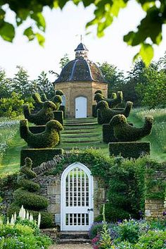 Topiary steps by Clive Nichols