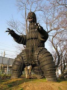 Godzilla out of used tires Tire Playground, Comic Cat, Tire Craft, Tire Garden, Outdoor Projects, Outdoor Decor, Tyres Recycle, Reuse Recycle, Used Tires
