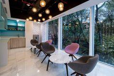 https://officesnapshots.com/wp-content/uploads/2017/11/estee%CC%81-lauder-offices-bogota%CC%81-aei-arquitectura-e-interiores-8-1200x800.jpg