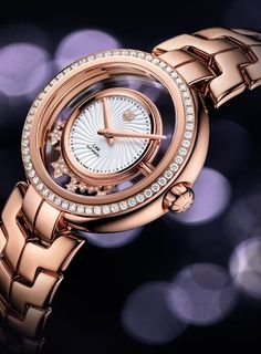 The ultimate reference in luxury chronograph watches, TAG Heuer's high-precision timing innovations have kept pace with the evolution of sports since Cute Watches, Stylish Watches, Watches For Men, Star Watch, Swiss Luxury Watches, Luxury Jewelry, Fashion Watches, Gold Watch, Jewelry Watches
