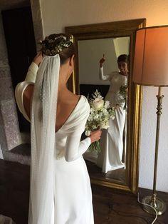 Vestido Inuñez y corona Suma Cruz.https://www.facebook.com/sumacruzoficial/photos/pb.1559261354288111.-2207520000.1454381046./1642844245929821/?type=3