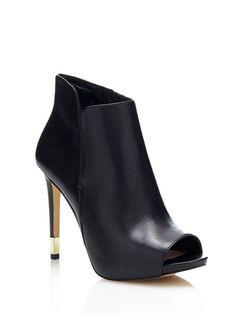El estilo contemporáneo se vuelve trendy: los botines se renuevan y se presentan más glamourosos para la temporada que viene
