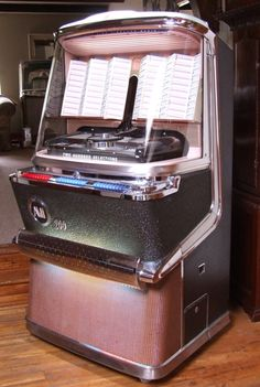 Vintage Pink Jukebox!! He'll to the yes!!!!! I NEED this in our game room!!!!!