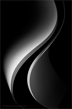 curve sculpture photo by veniamin skorodumov