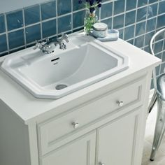 Savoy old English double door unit with 1TH basin