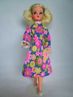 Sindy 1972 Midi Look - Trendy version. Vintage Barbie, Vintage Dolls, Night Outfits, Fashion Outfits, Mod Suits, Sindy Doll, Trendy Girl, White Kittens, Floral Fashion
