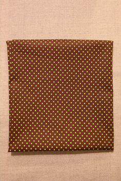NA011 Poá marrom bolinha verde As cores dos produtos podem sofrer pequenas variações em função do monitor. Produto com este tecido: https://www.facebook.com/photo.php?fbid=275191295979640&set=pb.268537659978337.-2207520000.1396993666.&type=3&theater