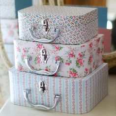 Vintage Suitcases, Vintage Luggage, Shabby Chic Crafts, Shabby Chic Cottage, Shabby Chic Accessories, Chabby Chic, Hat Boxes, Pretty Box, Vintage Box