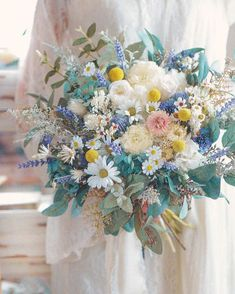 MilkyFlower* yoshiko*さんはInstagramを利用しています:「* 新作ブーケ🕊 * 本日21日21時よりwebshop にて新作ブーケの販売を開始 させて頂きます☺️ * プロフィールのURLからご覧くださいね* 🌷@milkyflower_wedding 🌷 * こちらはプロテア、アネモネを使った BigBouquet:.°*…」 Bride Flowers, White Wedding Flowers, Bride Bouquets, Flower Bouquet Wedding, Spring Wedding, Dream Wedding, Yellow Bouquets, Wedding Honeymoons, White Orchids