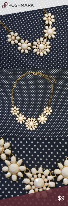 Statement Necklace Pretty statement necklace with white flowers. Mint condition! Has never been worn! Comes from a smoke free and pet friendly home. Same/next day shipping. Bundle to save!  Francesca's Collections Jewelry Necklaces