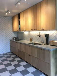 Kitchen Floor Marmoleum Tile 21 New Ideas Kitchen Decor, Kitchen Inspirations, Kitchen Flooring, Small Kitchen, Diy Kitchen Decor, Modern Kitchen, Trendy Kitchen, Ikea Kitchen, Living Room Kitchen