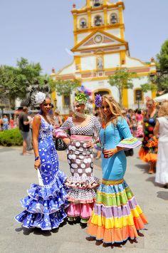 PRETTY GIRLS FLAMENCO DRESS SPAIN. (PRETTY GIRLS WEARING FLAMENCO DRESSES AT THE ANNUAL FAIR IN THE SPANISH TOWN OF LA LINEA. CLOSE...)
