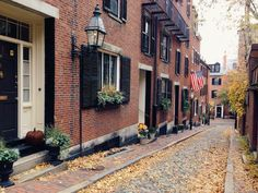 Fall in New England is the best! / Acorn Street in Beacon Hill. New England Fall, New England Travel, Boston Things To Do, Free Things To Do, Boston With Kids, Living In Boston, City Slickers, Beacon Hill, Fall Is Here