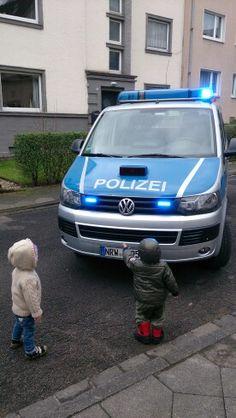 Boyz in the 'hood resist cops :-)