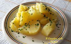 Patate lesse, patate lesse al microonde, qualche piccolo accorgimento e avrete un buon contorno, con intatte le proprietà nutritive di questo tubero.