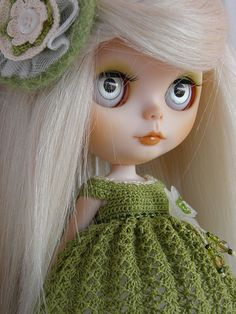 Love the colouring of this girl.  Love her eyechips, soft makeup and white hair.