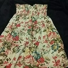 Strapless Floral Dress! *NWOT* Strapless Floral Dress has a stretchy top part and a flowy bottom! Never been worn!! Size L but could fit a small or medium!! Bundles welcome and same or Next day shipping!! XXI Dresses Strapless
