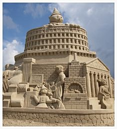 Sand sculptures come in all shapes and sizes. Visit this page to see some sculptures with architectural design. Snow Sculptures, Sculpture Art, Ice Art, Farm Fun, Snow Art, Festivals Around The World, Rail Car, Beach Crafts, Creative Art