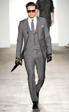 Men's spring 2011 fashion trends: key looks Men's suits: modern suit styles for 2011 Men's fashion trends are greatly different to women's. Tom Ford スーツ, Tom Ford Suit, Modern Suit Styles, Modern Suits, English Suit, Sharp Dressed Man, Well Dressed Men, Costume Anglais, Hot Suit