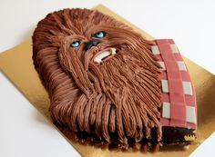 Star Wars: Chewbacca Cake by Chez Bogato of Paris Star Wars Party, Star Wars Birthday Cake, 5th Birthday Cake, Birthday Ideas, Chewbacca, Star Wars Cake Toppers, Star Wars Cookies, Star Wars Food, Cuadros Star Wars