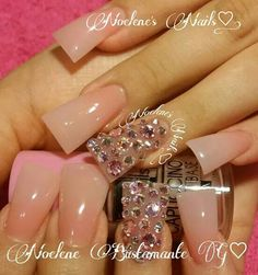 Wide nails or duck feet nails, nail art in nude and rhinestones Duck Flare Nails, Flare Acrylic Nails, Minimalist Nails, Duck Feet Nails, Fan Nails, Wide Nails, Curved Nails, Nail Designs Pictures, Def Not