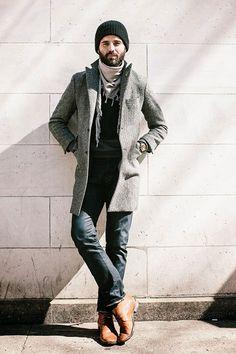 2015-04-07のファッションスナップ。着用アイテム・キーワードはコート, チェスターコート, チャッカブーツ, デニム, ニットキャップ, ブーツ, マフラー・ストール,etc. 理想の着こなし・コーディネートがきっとここに。| No:99957