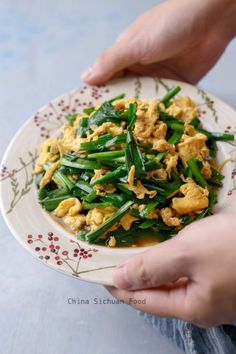 Chinese chive and egg stir fry|chinasichuanfood.com Healthy Chinese Recipes, Asian Recipes, Healthy Recipes, Asian Foods, Chinese Vegetables, Mixed Vegetables, Veggies, Chinese Cabbage, Chinese Food