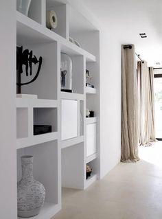 mooie kast met vakken voor in zitruimte, ev. in zelfde materiaal en kleur als kastenwand keuken