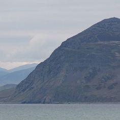 Garn Fôr the northern most summit of Yr Eifl that rises 444 metres from the Irish Sea Llŷn Peninsula Gwynedd. #ukcoastwalk Photo: Quintin Lake www.theperimeter.uk