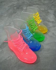 WOW...these are some crazy cool neon jelly boots!!!! <3
