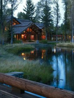 I did not like the other house ., and then i run out of it after i come to this beautiful cottage. Ideas De Cabina, Beautiful Homes, Beautiful Places, Haus Am See, Design Exterior, Log Cabin Homes, Log Cabins, Cabins And Cottages, Cozy Cabin