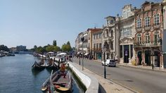 """En nuestro camino a Oporto hemos parado en Aveiro llamada """"La Venecia portuguesa"""". Un poco exagerado el sobrenombre pero una ciudad interesante #LugaresPortugal"""