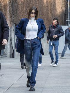 Bella Hadid Arrives at Max Mara Headquarters in Milan - Source by jilsoraya - Bella Hadid Outfits, Bella Hadid Style, Look Fashion, 90s Fashion, Fashion Outfits, Berlin Fashion, Moda Streetwear, Streetwear Fashion, Modell Street-style