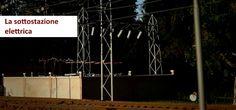 Cos'è una sottostazione elettrica? La sottostazione elettrica, spesso abbreviata SSE, è un infrastruttura che ha il compito di trasformare l'alta tensione, abbassandola a valori compatibili con l'utilizzo domestico. In ambito ferrovia