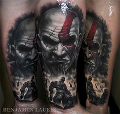 This amazing God of War tattoo was inked by Melbourne, Australia-based tattoo artist Benjamin Laukis. Gamer Tattoos, Scary Tattoos, Love Tattoos, Unique Tattoos, Beautiful Tattoos, Picture Tattoos, Tattoos For Guys, Awesome Tattoos, Tatoos