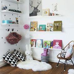 MINI LEITURA   criar um espaço para leitura confortável e divertido por ser um super estímulo para a criançada pegar gosto pelos livros. Inspire-se! #leitura #crianças #kids #livros #cantinhodaleitura #tecnisadecor #inspirese