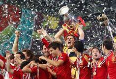 Este es el equipo nacional de futbol para Espana cuando ganaron el Copa del Mundo en 2010. Ellos son uno de los mejores equipos en el mundo todo el tiempo y siempre son un equipo dificil para otros paises para jugar contra.