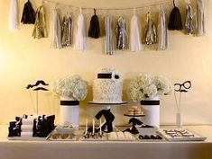 5 Simple Steps To Build A Better Salad Gold, black, and white party with a tassel garland // Gold New Year's Eve Party Inspiration Nye Party, Festa Party, Oscar Party, Gold Party, Party Time, Movie Party, Theme Nouvel An, Deco Baby Shower, Shower Set