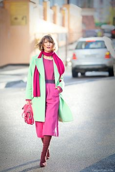 How to Wear Mod Fashion Modernly – Glam Radar Mod Fashion, Green Fashion, Colorful Fashion, Winter Fashion, Fashion Looks, Style Fashion, Sporty Fashion, Vintage Fashion, Color Blocking Outfits