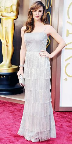 Jennifer Garner in Oscar de la Renta with a clutch by the designer and Forevermark diamonds.