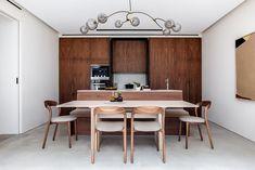Echlin uses broken-plan layout to create spacious London mews house Split Level Kitchen, Espace Design, Walnut Kitchen, Mews House, Timber Table, Built In Furniture, Condo Living, Decor Interior Design, Kitchen Interior