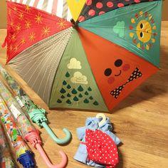 Het regent! Gelukkig hebben we geweldige parapluutjes voor kinderen! #regen #kinderen #paraplu #buitenspelen #webshop #speelgoed #slechtweer Om, Rain