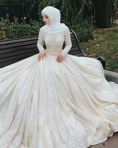 Image may contain: 1 person Hijabi Wedding, Wedding Hijab Styles, Muslimah Wedding Dress, Pakistani Wedding Dresses, Princess Wedding Dresses, Dream Wedding Dresses, Country Wedding Dresses, Boho Wedding, Destination Wedding