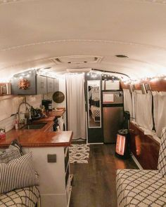 Attractive Home Bus Design Ideas That Looks So Awesome 47 Bus Living, Tiny House Living, School Bus Tiny House, School Bus Rv, School Bus Conversion, Bus Remodel, Converted School Bus, Van Home, Tiny House Design